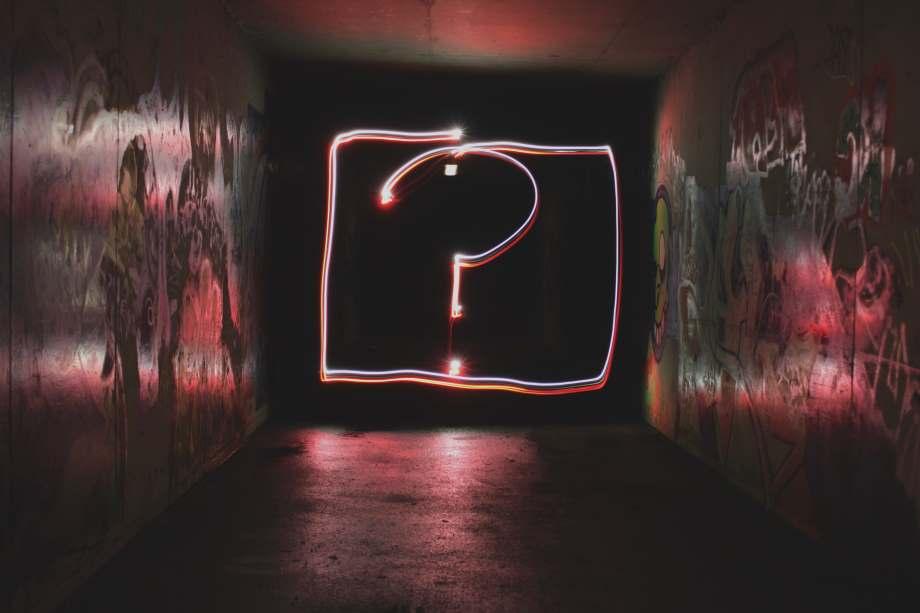 Neon Fragezeichen-Altersvorsorge